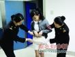 Nữ sinh giấu iPhone 4S trong váy để buôn lậu
