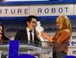 Justin Bieber trình diễn robot của Việt Nam tại CES 2012